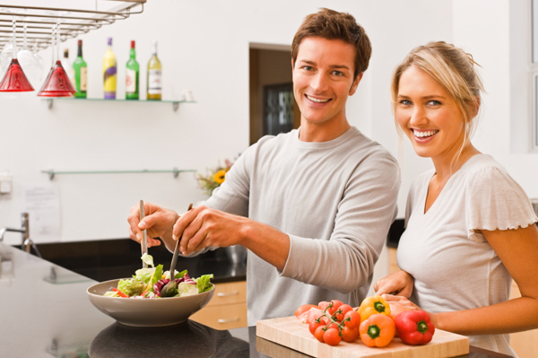 couple-making-summer-salad
