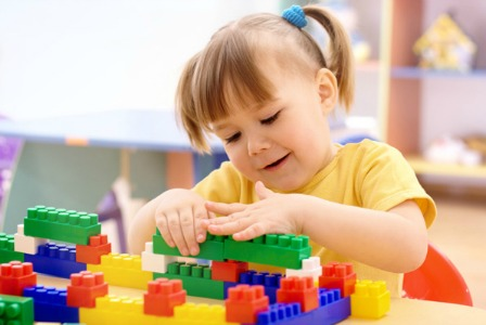 girl-playing-with-blocks-448